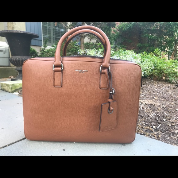 44b218e5f3b173 Michael Kors Bryant Large Leather Briefcase. M_5b030f099a945518513ee735